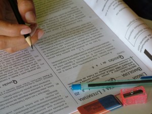 A Síntese dos Indicadores Sociais mostra que apenas 36,8% dos jovens brasileiros têm ensino médio completo