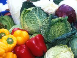 Jovens comem abaixo do mínimo necessário de frutas, legumes e verduras