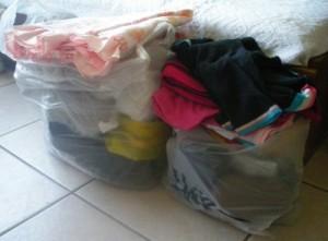Angola: Conselho da juventude doa roupa à população do Muamuxinda