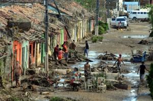 Cerca de mil desabrigados após chuvas aguardam moradia digna