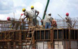 Setor industrial supera crise e gera mais de 7 mil empregos em 2010