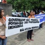 Índios protestam por falta de professores