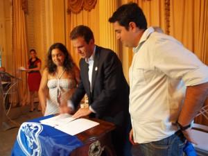 Prefeito do Rio assina Lei da Meia Passagem para cotistas e prounistas