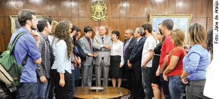 Presidente do Senado recebe juventudes e parlamentares