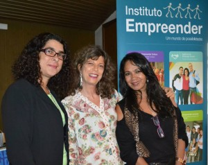 Presidente do Instituto Empreender, Mariza Soares, designer de joias Silvia Blumberg e Eliete Maffei, da Secretaria de Estado de Trabalho e Renda - Setrab.