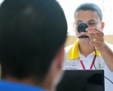 Jovens de unidade de internação ganham carteira de trabalho