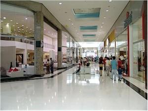 Shoppings abrem 29,3 mil vagas temporárias