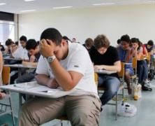 Mais de 70% dos jovens adiariam faculdade por falta de dinheiro ou bolsa